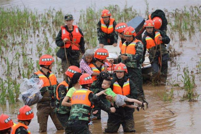 China.- Mueren al menos cinco personas y miles quedan atrapadas debido a las fuertes lluvias en el sur de China
