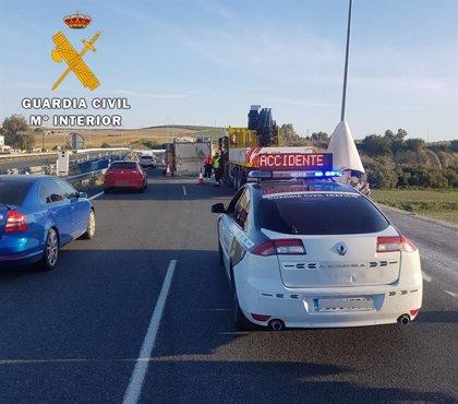 Cuatro heridos tras el choque entre un turismo y una furgoneta en Vélez-Málaga