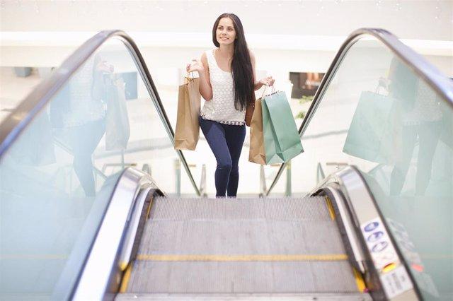 Economía.- Telefónica sella una alianza con Schindler para dar conectividad IoT a ascensores y escaleras mecánicas