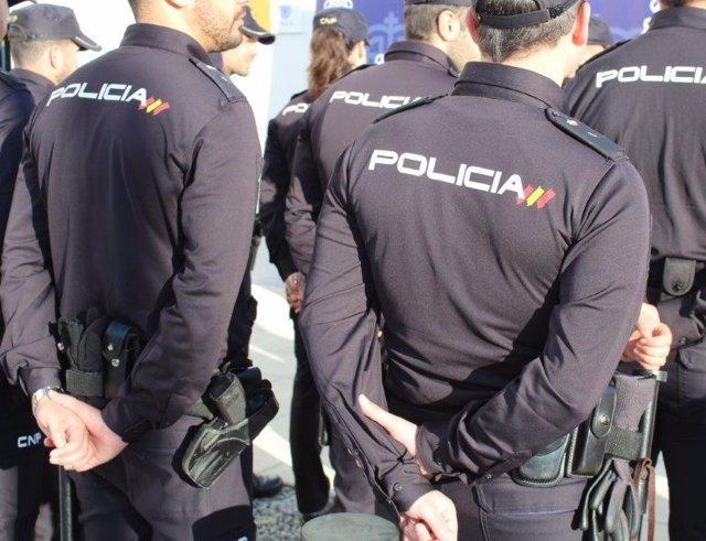Sucesos.- Detenidos dos hombres por asaltar y agredir a un varón en el portal de su casa en Las Palmas de Gran Canaria