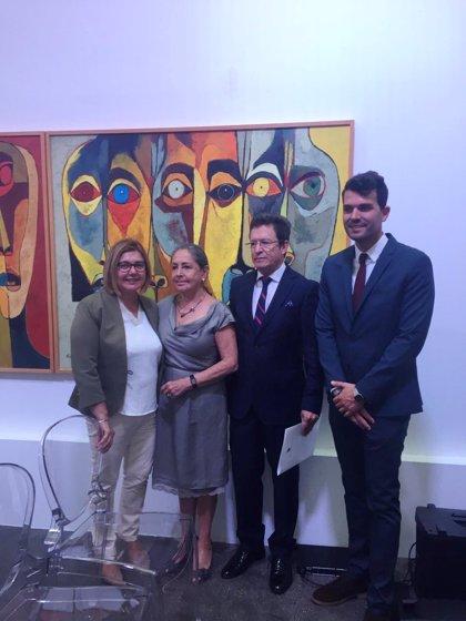 La presidenta de la Diputación de Cáceres asiste en Madrid a un homenaje al artista ecuatoriano Oswaldo Guayasamín
