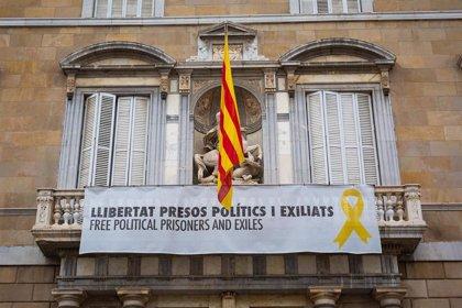 El Defensor del Pueblo recibe 58 quejas por los 'lazos amarillos' y pide a la Generalitat que garantice la neutralidad