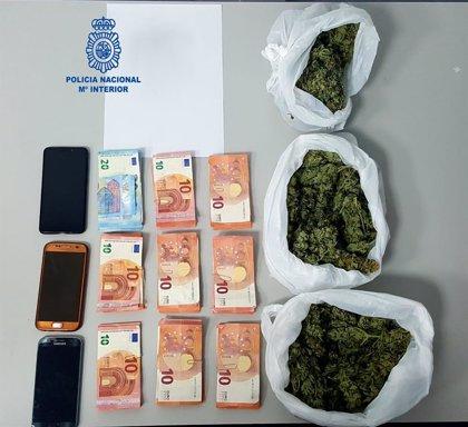 Detienen a tres personas en Son Gotleu con diversas bolsas de marihuana