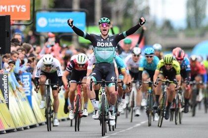 Sam Bennett (BORA) vence sin oposición al esprint en Riom en el Dauphiné