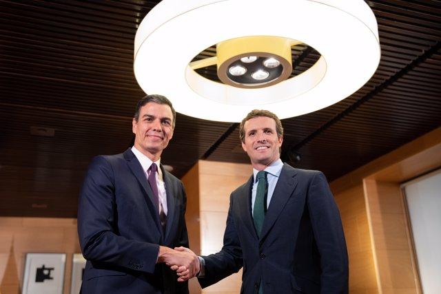 Pedro Sánchez se reúne con Pablo Casado en el Congreso