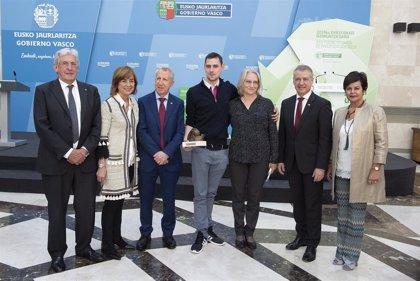 El físico Eugene Chulkov recibe el Premio Euskadi de Investigación 2018