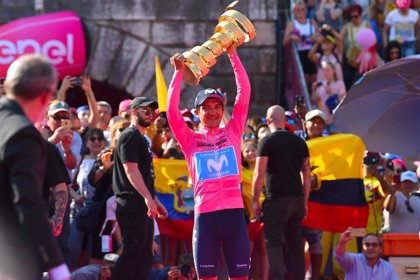 El ciclista Richard Carapaz es recibido como un héroe en Ecuador tras ganar el Giro de Italia