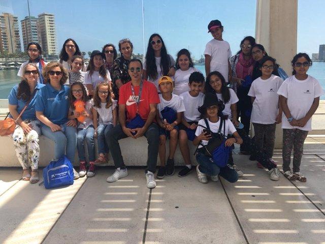 Málaga.-Voluntarios de la Caixa participan en un taller de MasterChef Junior con 40 niños en situación de vulnerabilidad