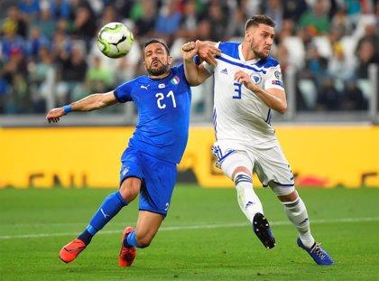 Italia mantiene el liderato tras remontar un gol de Dzeko