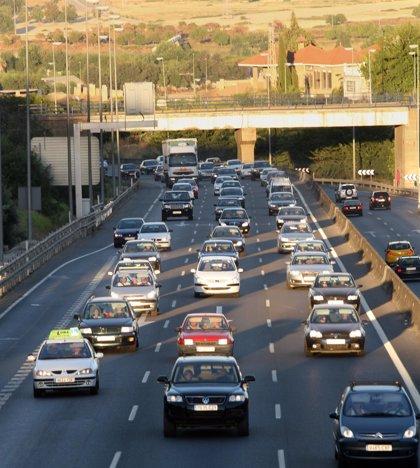 El vuelco de un camión en Niebla (Huelva) obliga el corte en un sentido de la A-49