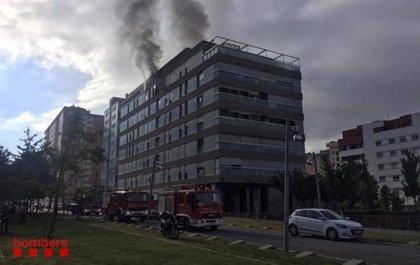 Los Mossos investigan la explosión que ha causado el incendio de Terrassa