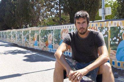 El artista Joan Aguiló pinta dos murales en el Pla de na Tesa sobre el mundo rural y el bordado mallorquín