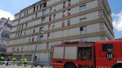 El edificio incendiado en Terrassa no sufre daños estructurales