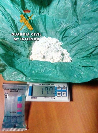 Detenidas cuatro personas en Torreperogil (Jaén) por llevar cocaína y hachís entre sus prendas de vestir