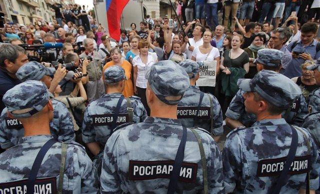 Rusia.- Al menos 35 detenidos en una protesta en Moscú contra el arresto del periodista Ivan Golunov