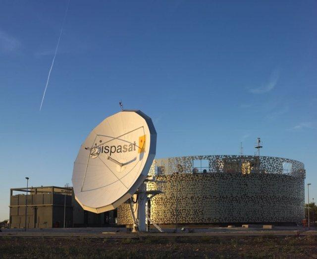 Satlink firma un acuerdo con Hispasat para dar servicios de telecomunicaciones vía satélite al sector marítimo