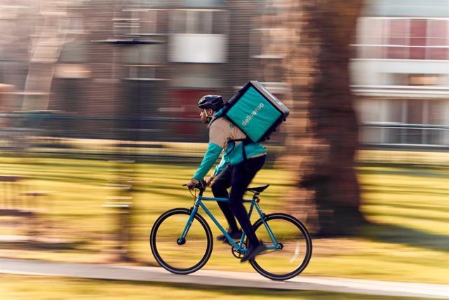 Economía/Empresas.- Deliveroo afronta hoy un juicio por las condiciones de trabajo de más de 500 'riders' en Madrid