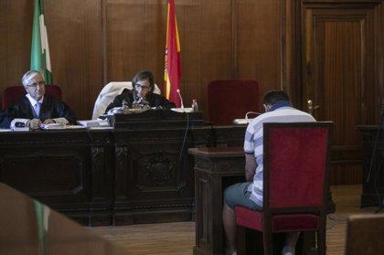 Las navajas utilizadas en el crimen de Arahal (Sevilla) poseen material genético de las víctimas y el acusado