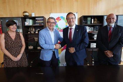Graduados sociales se suman a La Noria para impulsar la formación y el emprendimiento social en Málaga