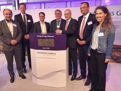 Ayerdi acude en Hamburgo a la inauguración de un prototipo de sistema de almacenamiento térmico de energía eléctrica