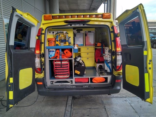 Almería.- Sucesos.- Al hospital cinco heridos, tres menores, en un accidente en la calle Hermanos Pinzón de la capital