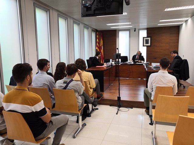 AV.- Condenan a Deliveroo a readmitir a nueve repartidores y pagarles los sueldos pendientes