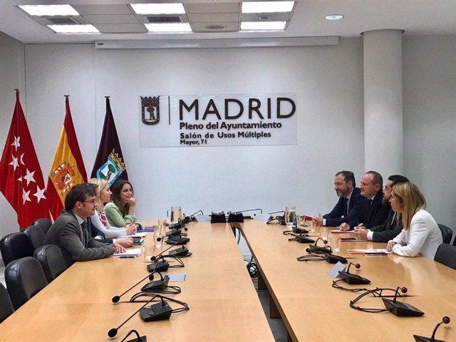 PP y Cs vuelven a reunirse mañana para acordar un gobierno en el Ayuntamiento de Madrid