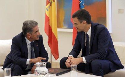 PSOE y PRC acuerdan su apoyo mutuo para investir a Pedro Sánchez en Madrid y a Revilla en Cantabria