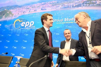 """Casado pide a PPE que no permita que líderes independentistas catalanes estén en la UE para alentar """"una causa xenófoba"""""""