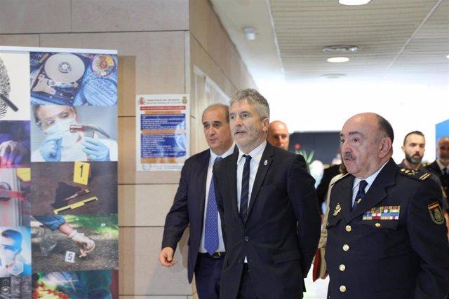 Grande-Marlaska preside la celebración del 25º aniversario de la creación de la Comisaría General de la Policía Científica