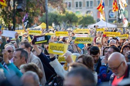 Miles de personas empiezan a concentrarse en Barcelona por el final del juicio del 'procés'