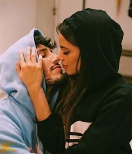 El colombiano Sebastián Yatra y la argentina Tini Stoessel confirman su relación sentimental