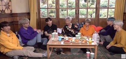 BTS celebran su sexto aniversario charlando sobre sus vidas en una relajada fiesta de cumpleaños