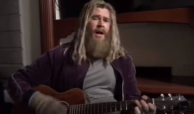 VÍDEO: El Thor gordo de Endgame versiona a Johnny Cash