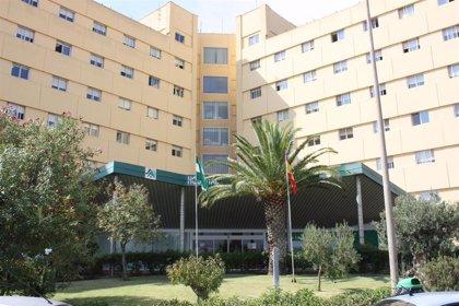 Fallece en Almería uno de los inmigrantes evacuados de una patera a la deriva en Alborán