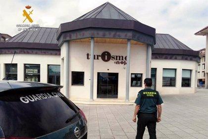 Tres jóvenes detenidos por robar en la oficina de turismo de Noja
