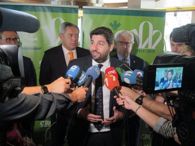 """López Miras (PP) confirma que la negociación """"avanza"""" para lograr un """"acuerdo programático"""" pero no habla de """"sillones"""""""