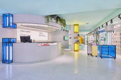 Rubio abre su primera tienda física en València, con una máquina del tiempo y un túnel del color