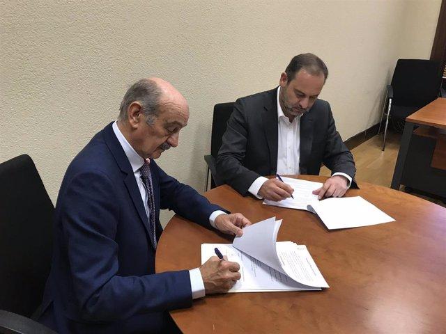 Mazón y Ábalos formalizan el acuerdo por el que Sánchez asume las reivindicaciones del PRC