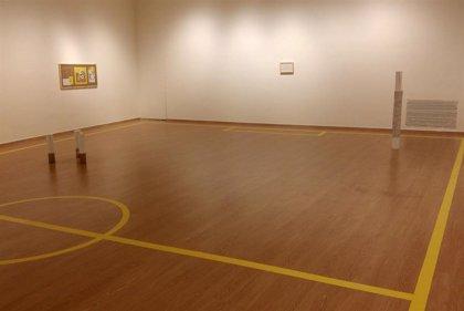 Un joven artista transforma la Sala Ático de Granada en una pista deportiva