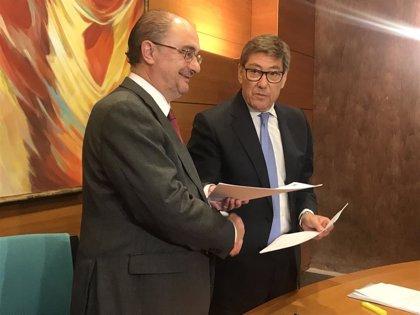 """Lambán y Aliaga invitan a negociar un Gobierno de """"centralidad"""" tras firmar las bases programáticas"""