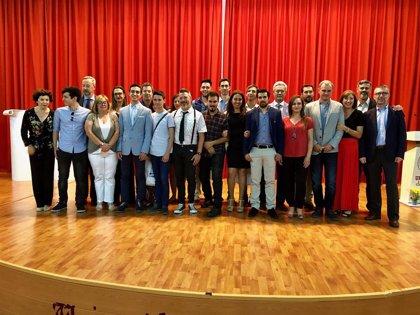 La Junta entrega los premios al compromiso educativo a alumnos, centros y docentes de Huelva