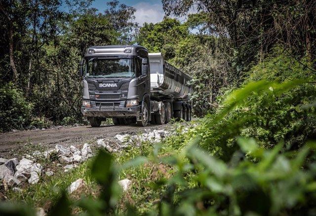 Las ventas de camiones y autobuses caen casi un 12% en abril y no llegan a las 2.000 unidades