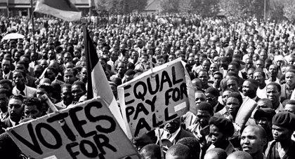"""Codirectores de 'El Estado contra Mandela y los Otros': """"Mandela hizo muchas concesiones a la población blanca"""""""