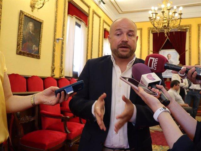 Ruiz (Cs) recula y no vinculará la negociación de la Alcaldía de Guadalajara a la retirada del acta de senador de Román