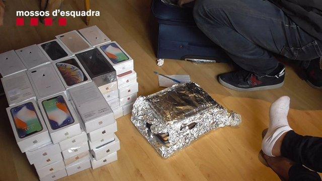 Successos.- Recuperen 180 mòbils d'alta gamma robats pel mètode de l'alunizaje