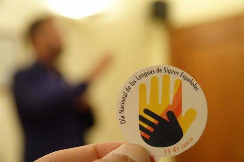 Personas sordas reclaman que las lenguas de signos españolas se equiparen al resto de lenguas del Estado