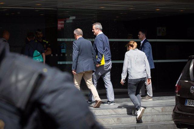 Av.- Forn arriba a l'Ajuntament de Barcelona per realitzar tràmits abans del ple del dissabte