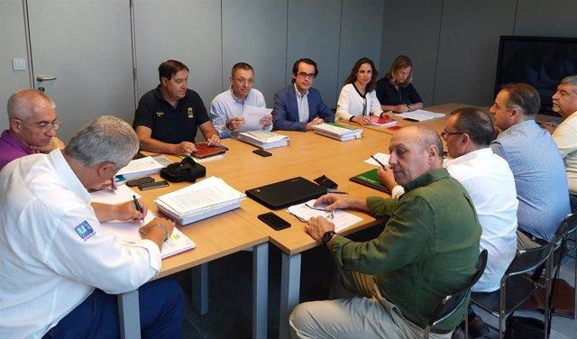 Fomento y taxistas acercan posturas sobre las medidas para lograr la convivencia con las VTC