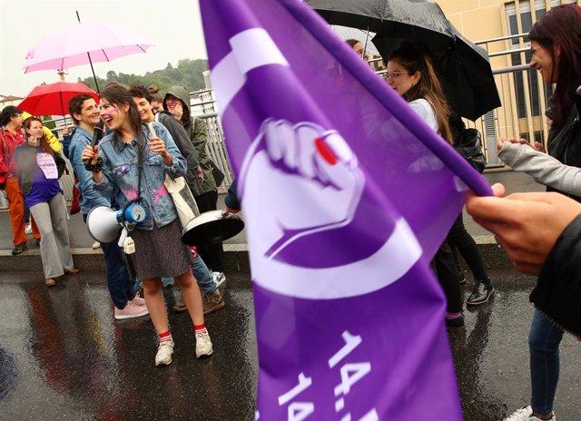 """Suiza.- Las suizas se declaran en huelga para exigir una igualdad """"real"""" de derechos"""